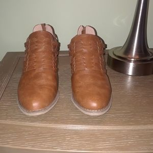 Report Ankle Boots size 7.5